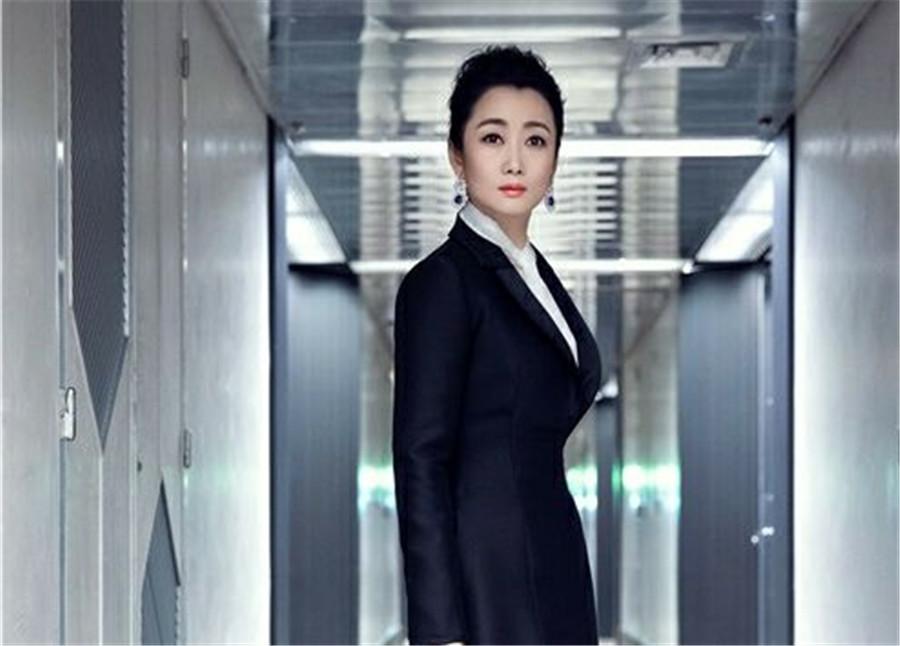 赵涛戛纳开幕红毯造型惊艳  角逐最佳女主角底气足