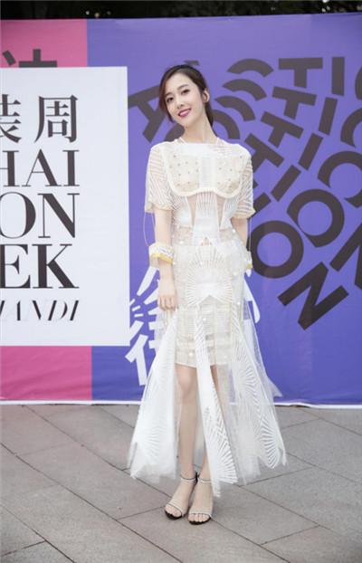 马赛罗·欧根、杨欣颖现身上海时装周 养眼组合惊艳亮相